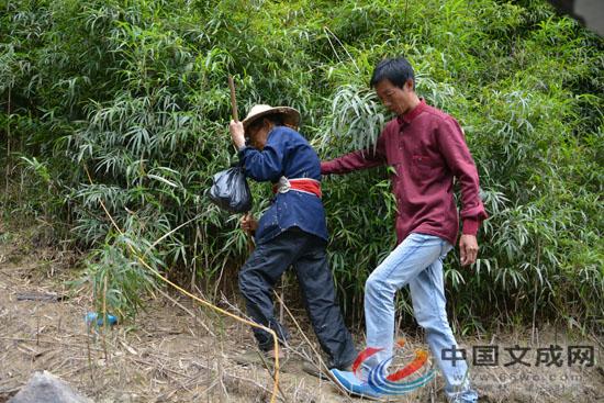 飞云湖上的渡船人,12年为孤村老人免费服务