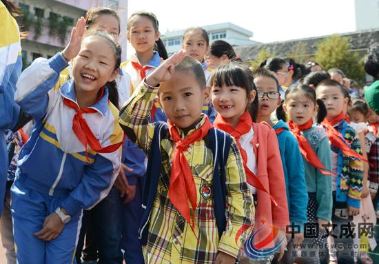 红领巾相约中国梦 核心价值观记心中