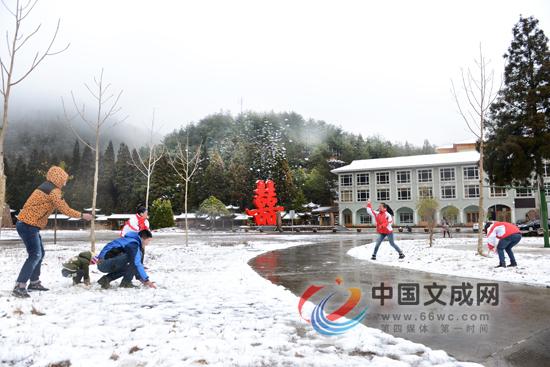 我县高山地区迎来2015年第一场雪
