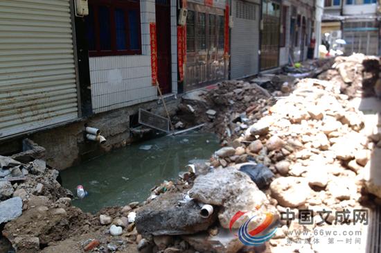 排污管道被截断 周边居民遭了殃
