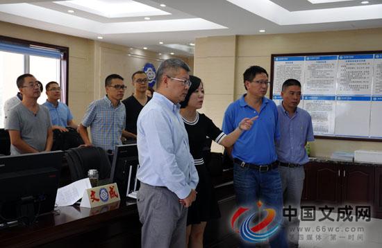 县委书记汪驰到县气象局检查指导防台工作