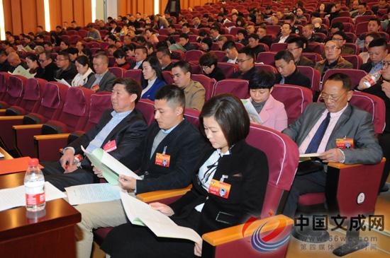 县政协八届五次会议举行第二次全体会议