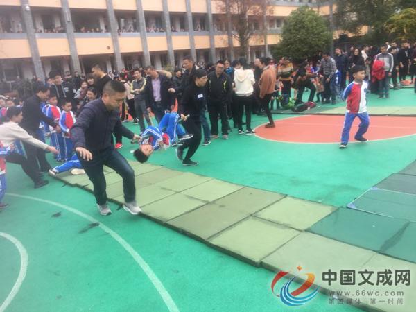 迎元旦 县小举行趣味运动会