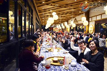 畲家长桌宴红红火火 让川乡村游风风光