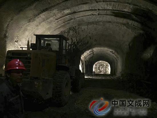 """山体里""""做手术"""" 百丈�T景区洞式电梯竖井工程已贯通"""