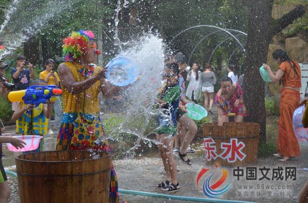 天顶湖生态农庄举办第二届泼水节受热捧