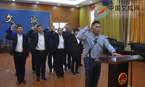 我县举行县政府任命国家工作人员宪法宣誓仪式