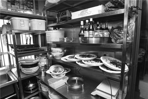 地漏有大洞,消毒柜不用,灭蝇灯没开……鹿城市监突查中型以上餐饮店 问题真不少