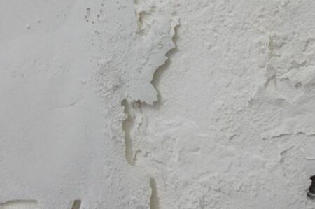 新买的房子墙壁一掰掉一大块 业主怒了
