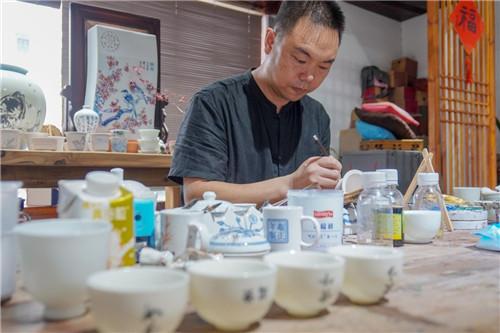 """当平阳蛋画遇上古瓯窑 鸣山陶院打造不一样的""""温州文人瓷"""""""
