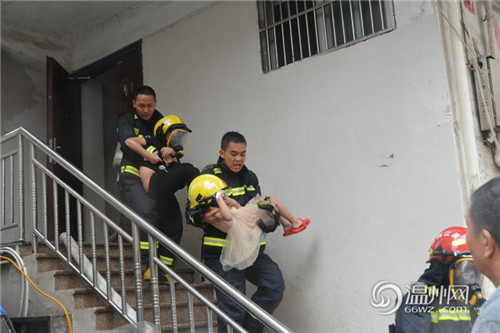 苍南一民房突发火灾,两小孩被困,消防紧急救援!