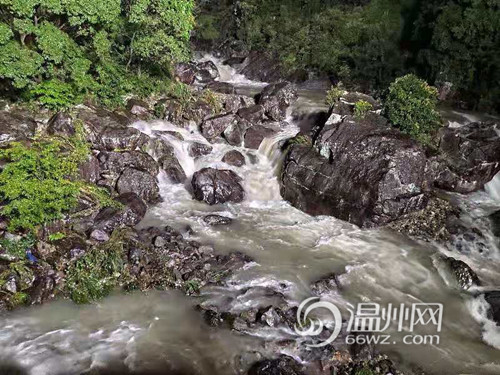 揪心!温州15名被山洪围困的企业员工已获救 一名救援人员落水失联