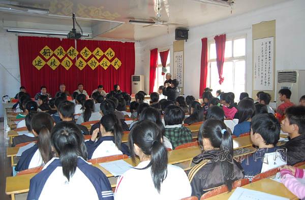 """3月18日上午,珊溪镇政府在珊溪中学举行""""孝文化""""进校园启动仪式."""