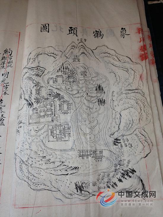 当时的上岳头庄(见族谱配图)平面为长方形,依山面水而建,四周筑围墙.